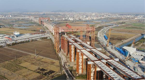 Walking-pedrail intelligent pushing hydraulic system used for pushing steel box girder of bridge construction