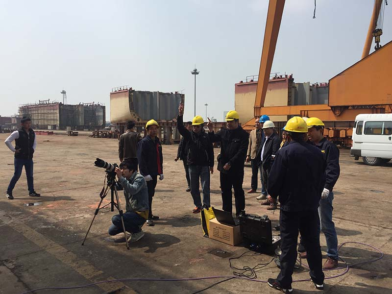 PLC hydraulic synchronous lifting system for 4500T hull of Jiangsu Huatai Shipyard.